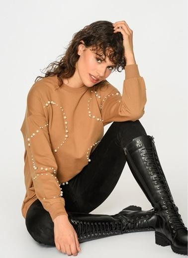 Loves You İnci Çakmalı Şardonlu Loose Fit Sweatshirt Camel